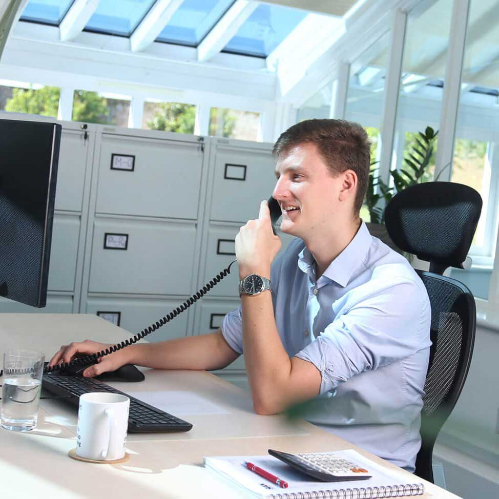 Office-worker-on-phone-